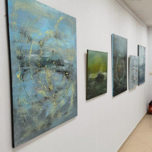 абстрактные картины в музее